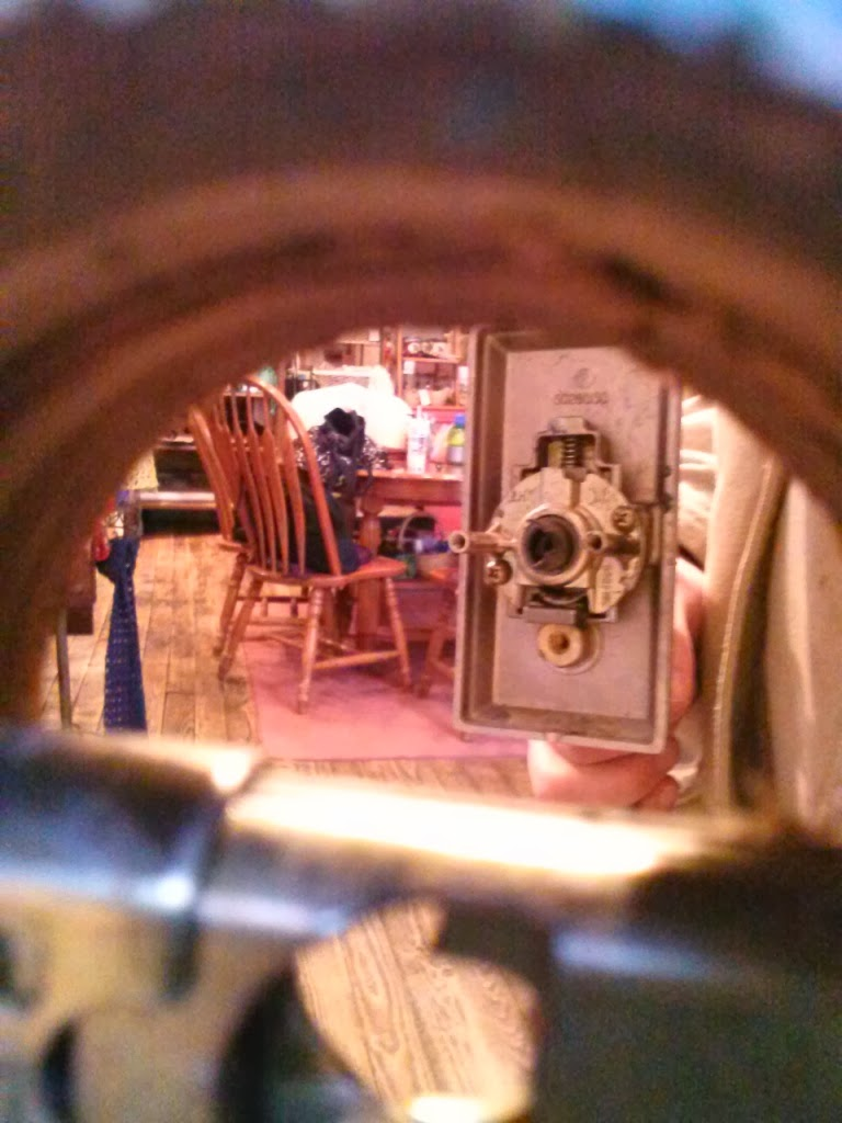 Alt Text for peephole photo